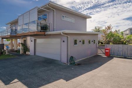 Luxury apartment, Pool /Spa, North Auckland