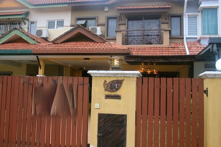 Cosy house in Puchong for relaxation - Puchong