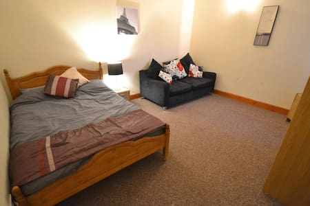 One Bed StudioApartment In Central Pemborke Shire! - Apartament