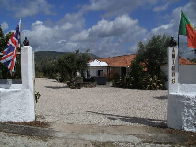 Amigos Cafe Bar and Accomodation - Alvaiázere