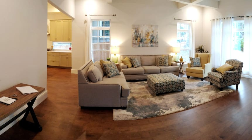 Historic remodeled home near downtown attractions