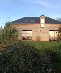 Belle maison contemporaine en bois - Bignan