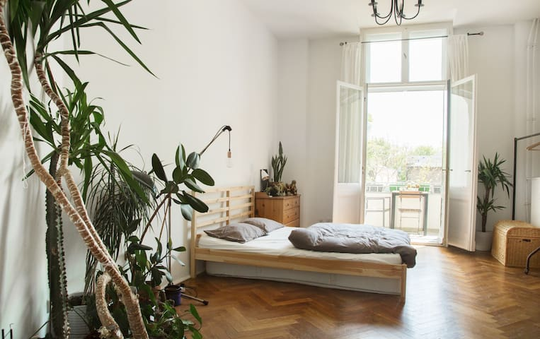 Large sunny bedroom in Kreuzberg - Berlin - Rumah