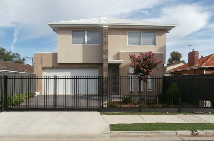2 Storey New Luxury Executive Home - Plympton - Huis