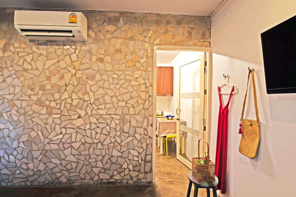 Welcome to White Hut : one bed room,one bahtroom and a little kitchenette behind the bedroom