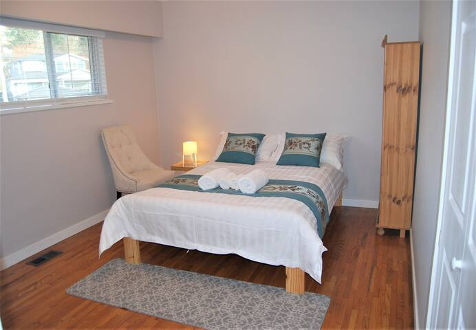 Cozy & private bedroom near skytrain (room 1)