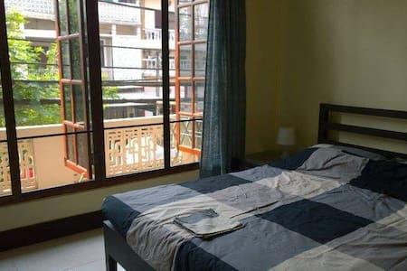 Apartment In Vientiane Near Night Market #2B