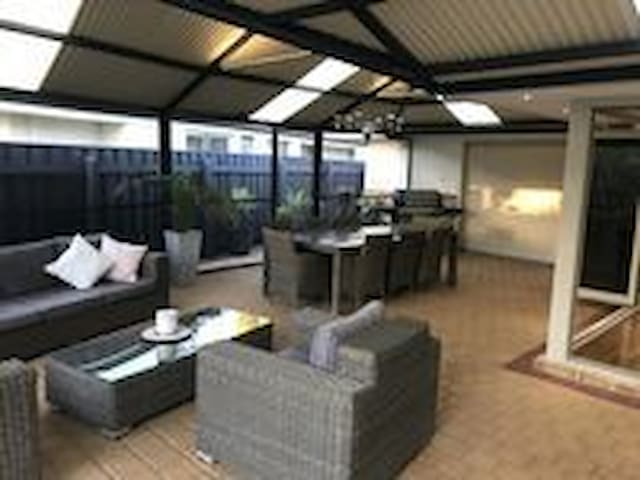 Currambine home with pool and large out door area