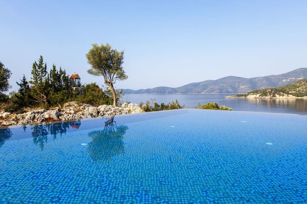 Exclusive Waterfront villa with large pool and sea view