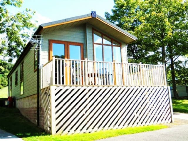 TAMARACK LODGE, Pooley Bridge, Near Ullswater - Penrith - House