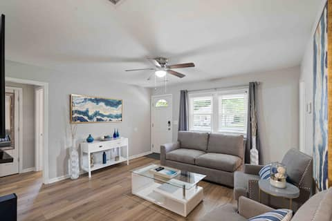 Cozy Home Close To Airport, Uptown, US Whitewater