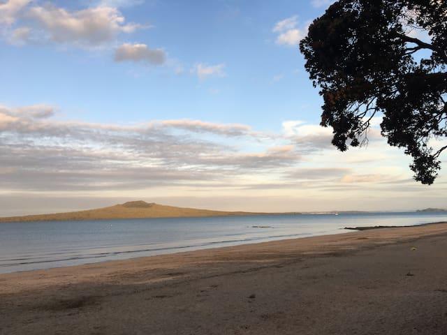 10 minute walk away from beautiful Narrow Neck beach.