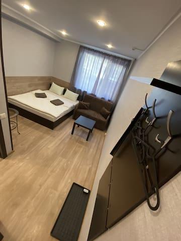 Двухместный номер с двуспальной кроватью и дополнительной кроватью