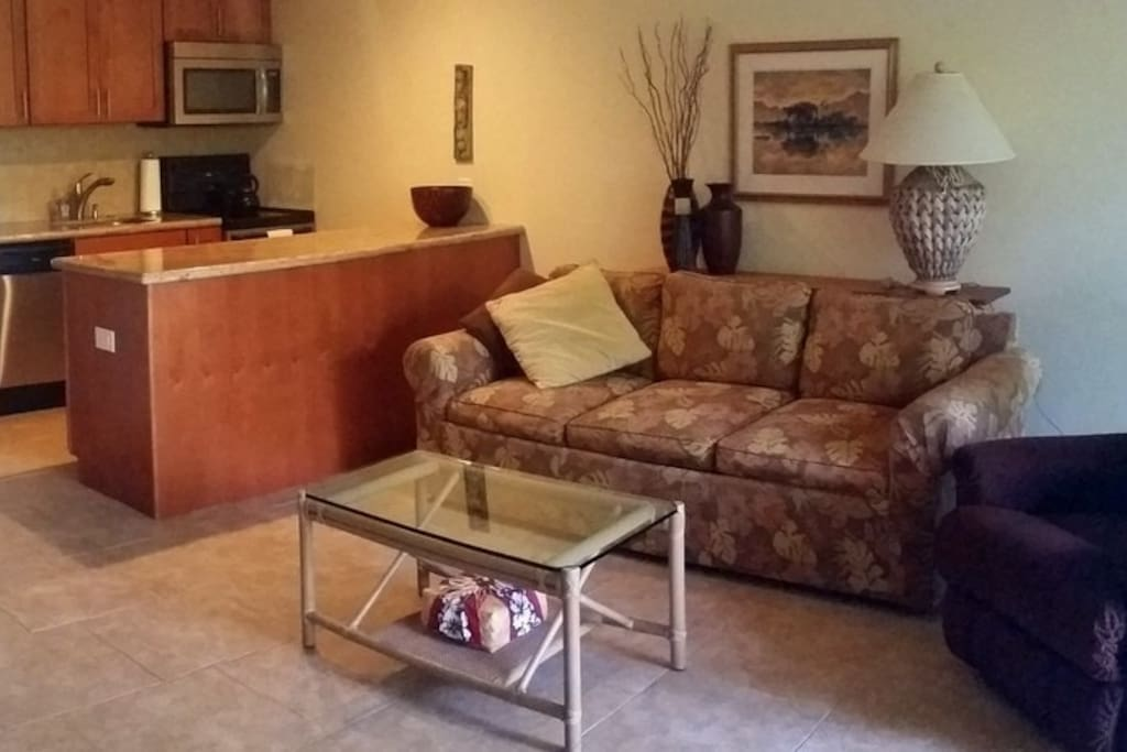 Well kept and clean living area, super comfortable!