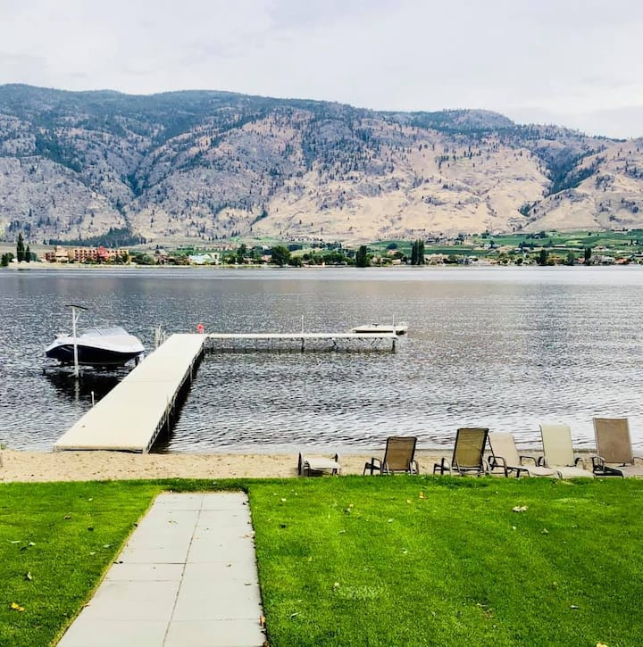 New Listing - Beautiful Lakefront 3 Bdrm with Pool