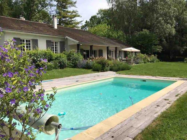 Maison de famille - 1ha jardin, piscine et tennis