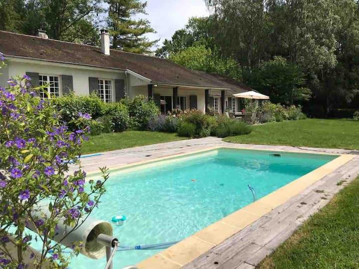Maison de famille -  jardin, piscine et tennis