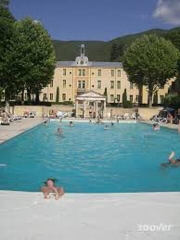 Château des Gipières, villa des gardes