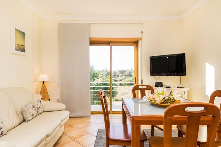 Staura White Apartment, Armação de Pêra, Algarve