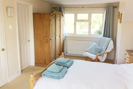 Airy double en-suite countryside location, Newbury