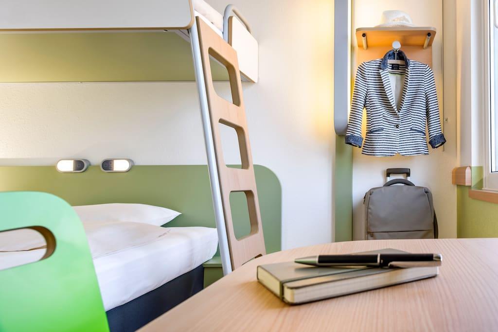 chambre cocoon ibis budget jusqu 39 3 personnes chaponnay auvergne rh ne alpes france. Black Bedroom Furniture Sets. Home Design Ideas