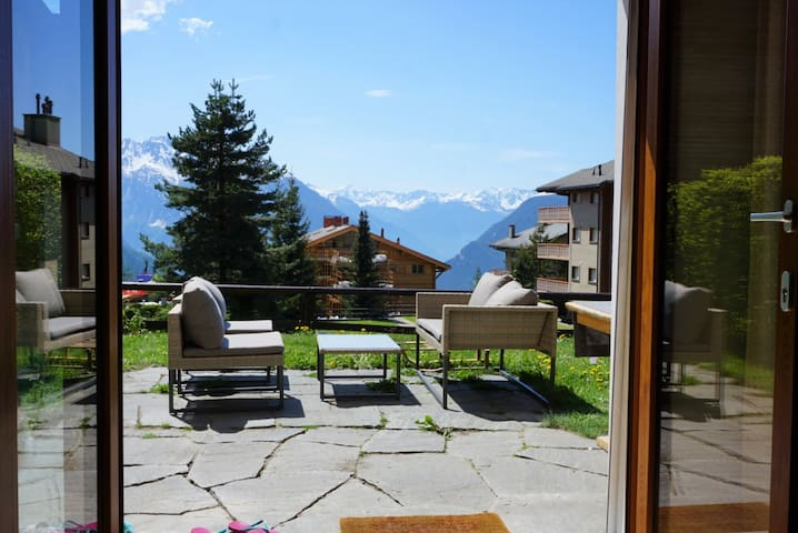 Lovely ski-in-ski-out apt., garden & view VERBIER