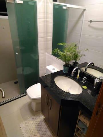 Banheiro no Corredor de Uso Privativo