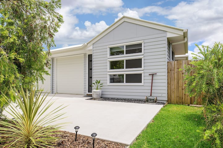 Modern townhouse @ Cooroy