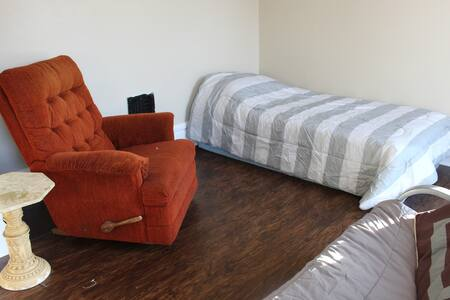 Convenient & affordable room in downtown Winona. - Winona - Huis
