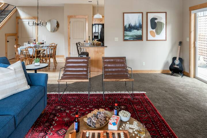 Two Story Modern Cabin Only 10-Minutes From Downtown Bend ❤ by AvantStay
