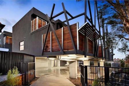 Appealing apartment in secure block - Saint Kilda East