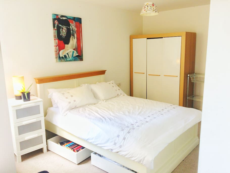 Wonderfully spacious bedroom and comfy bed