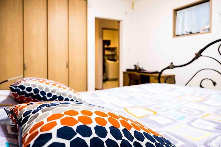 1F卧室1.5m双人床