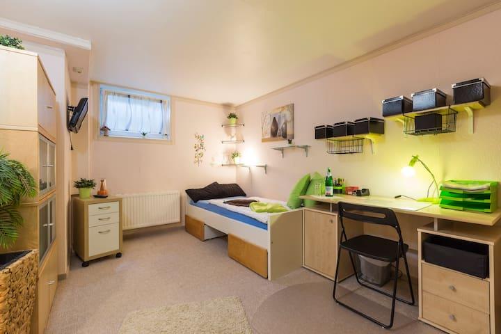 Zimmer in Stahnsdorf bei Berlin / Potsdam  Kü/ Bad - Stahnsdorf - Casa