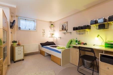 Zimmer in Stahnsdorf bei Berlin / Potsdam  Kü/ Bad - Stahnsdorf - Huis