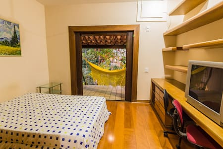 Peace and comfort in cental location - Rumah