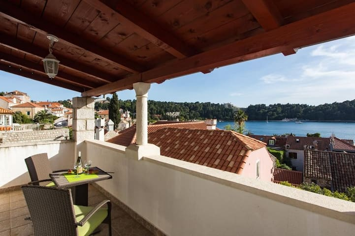 House Villa Vista Old Town - Four Bedroom House with Terrace and Sea View A8