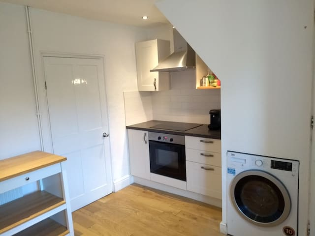 Kitchen, includes use of coffee machine, microwave, dishwasher, and washer/drier