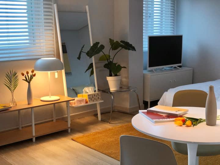 깨끗하고 편안한 풀옵션 원룸 ( Best Clean & Cozy Studio_Yellow)