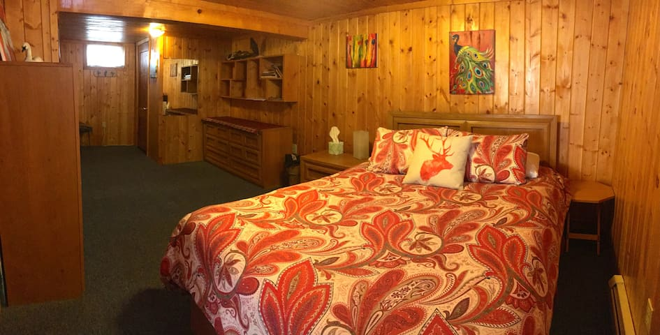 Room is so cozy it's hard to get up in the morning.  Queen size bed has a down Comforter with Duvet.  The room is cool in the summer and warm in the winter due ground insulation.
