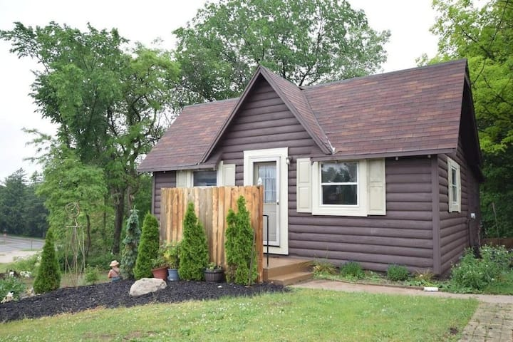 Cabin moments away from Road America and Lakes