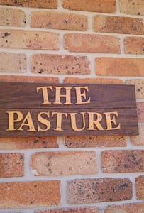 The Pasture @ Bonville Room No. 2 - Bonville
