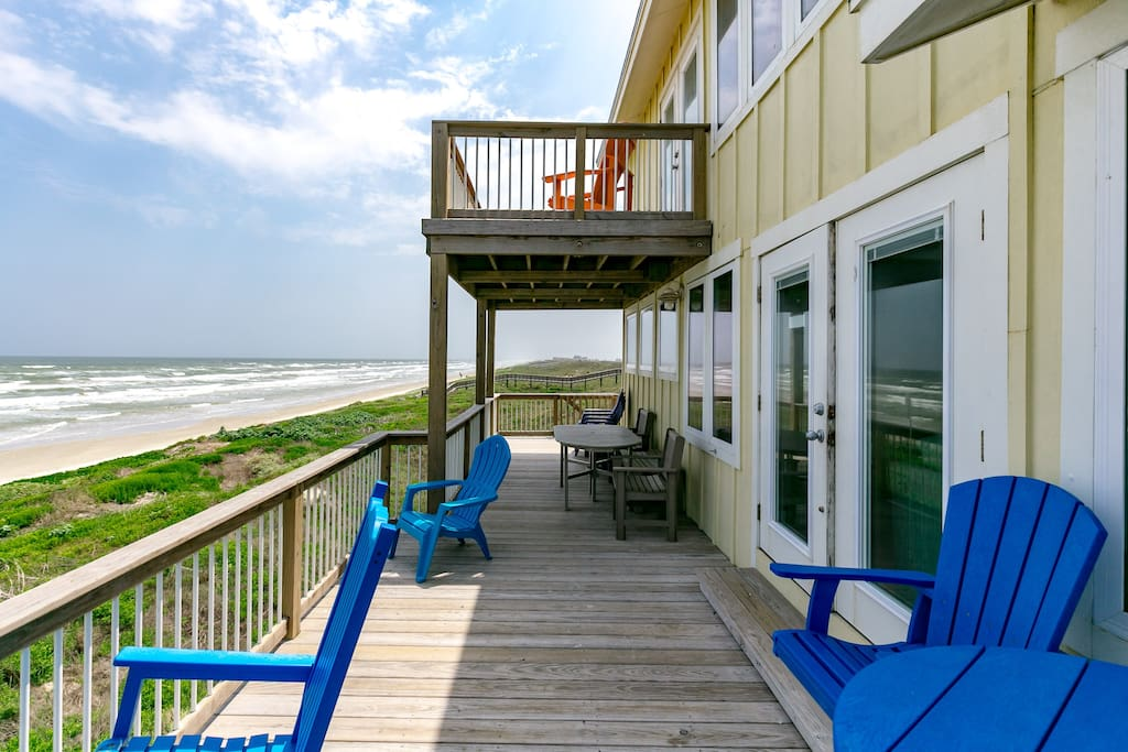 Two levels of outdoor living space let the whole group enjoy the beach setting however they choose to.