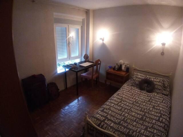 ¡Una habitación a 10 mn de la Plaza de España!