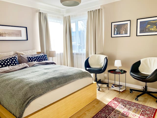 Great room downtown: 3 min walk to centre