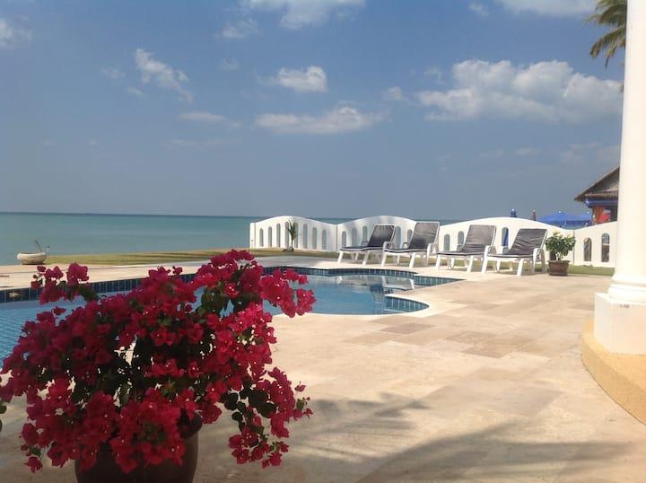 Strandvilla mit pool / Beach Villa