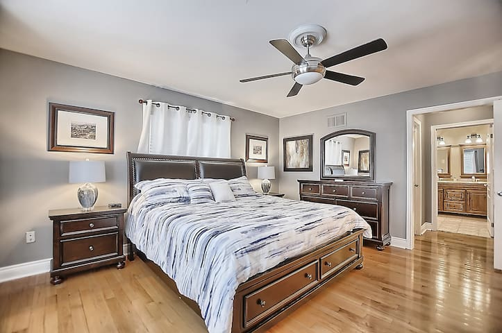 Master Bedroom with dressing table and Jacuzzi en-suite