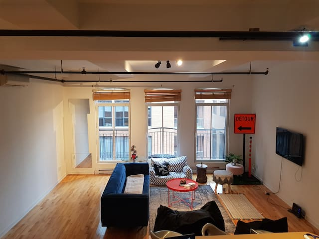 Spacious & Stylish Loft ( Old Port/Downtown Mtl )