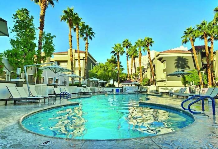 Desert Rose 1 Bdrm condo minutes from the Strip