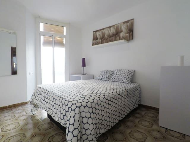 !Cosy Double Bedroom by the Beach!